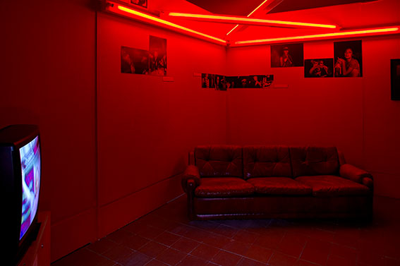 dan flavin, backroom, triangle